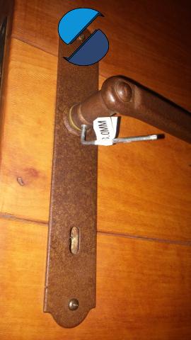 7x come sostituire la serratura di una porta interna - Smontare maniglia porta ...