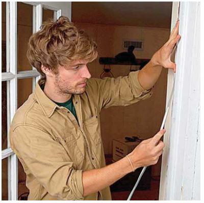 montaggio-guarnizioni-ad-incastro-per-porte-e-finestre